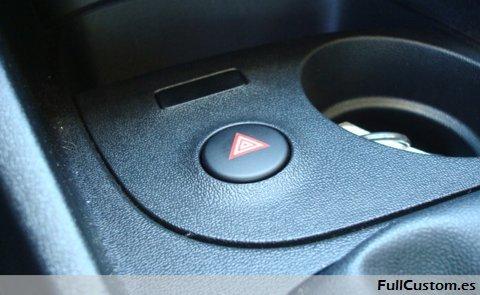 Pulsador de color negro del Seat León restyling 2009 ya montado