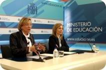 La secretaria de Estado de Educación y Formación Profesional, Eva Almunia, y la presidenta de Microsoft España, María Garaña, firman el convenio.
